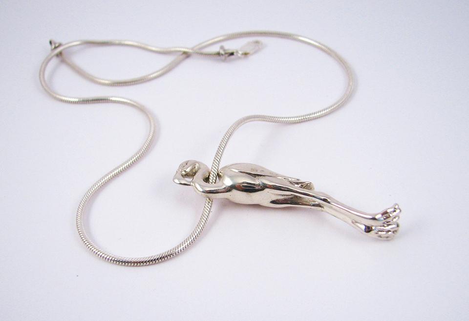 Flamingó nyaklánc ezüst kígyóláncon