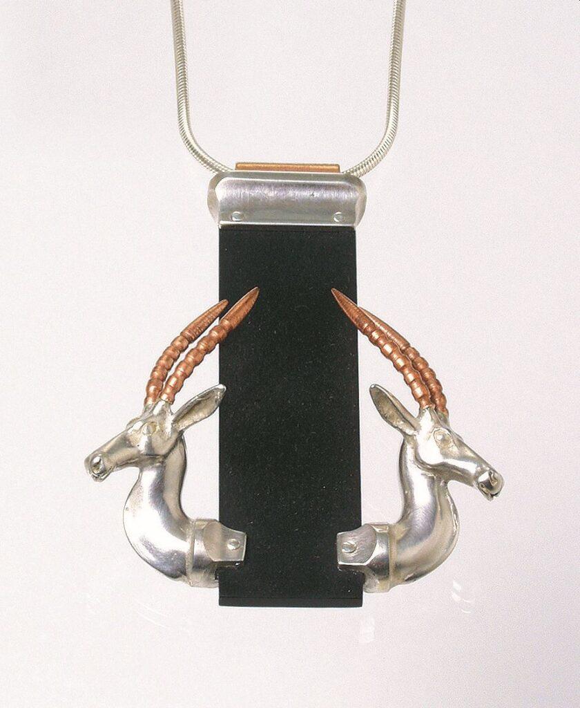 Gazella nyaklánc (ezüst, bakelit; precíziós öntés)